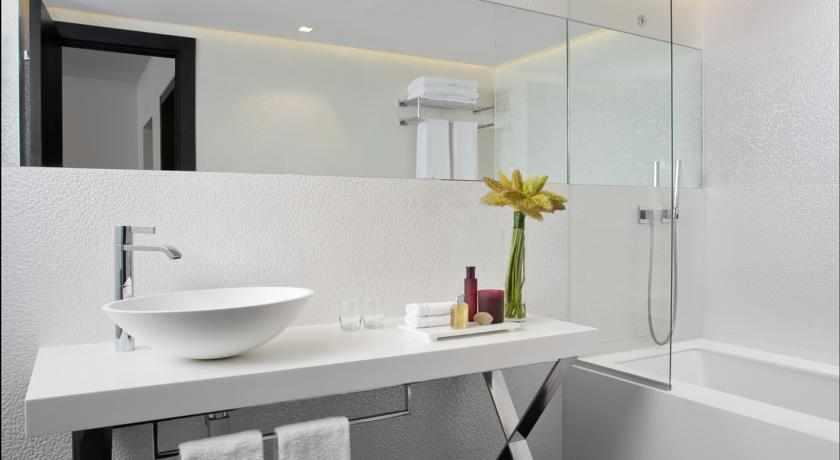 אמבטיה מלון אלכסנדר