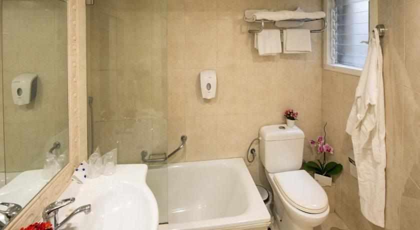אמבטיה ארמון הירקון