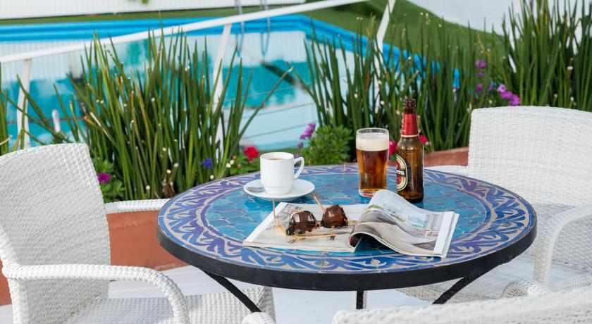 בבריכה של מלון לאונרדו ביץ'