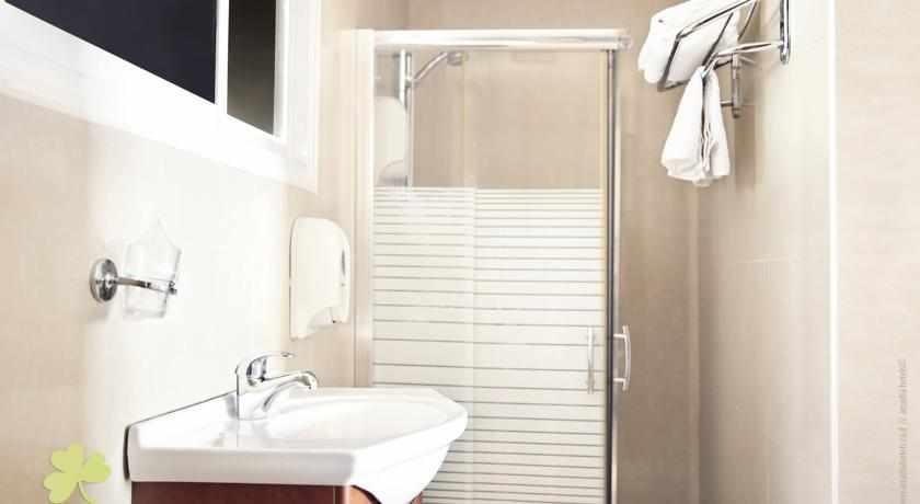 אמבטיה מלון גולדן ביץ'