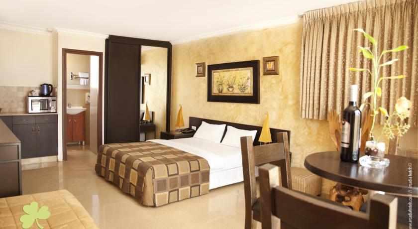 חדר מלון גולדן ביץ'