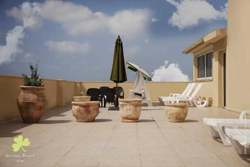 מרפסת גג מלון גולדן ביץ'