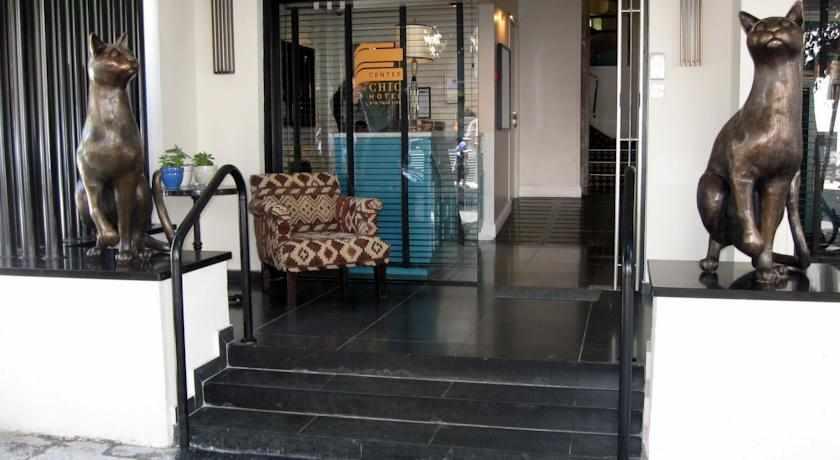 כניסה למלון סנטר שיק