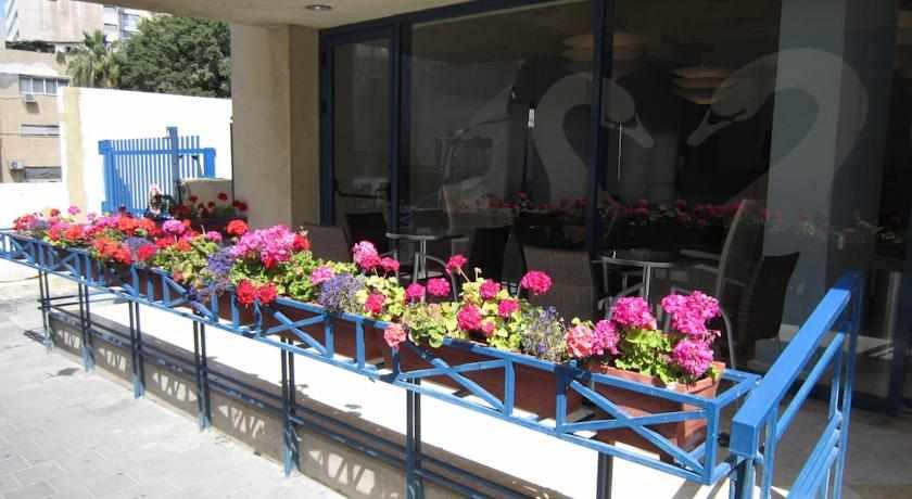 מרפסת שמש מלון פרימה סיטי