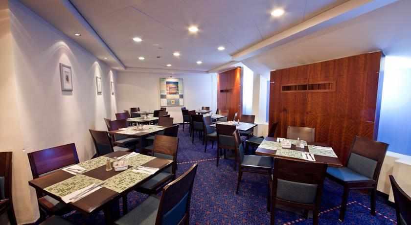 חדר אוכל מלון סי נט