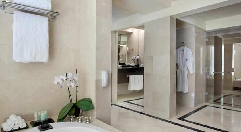 אמבטיה מלון דן