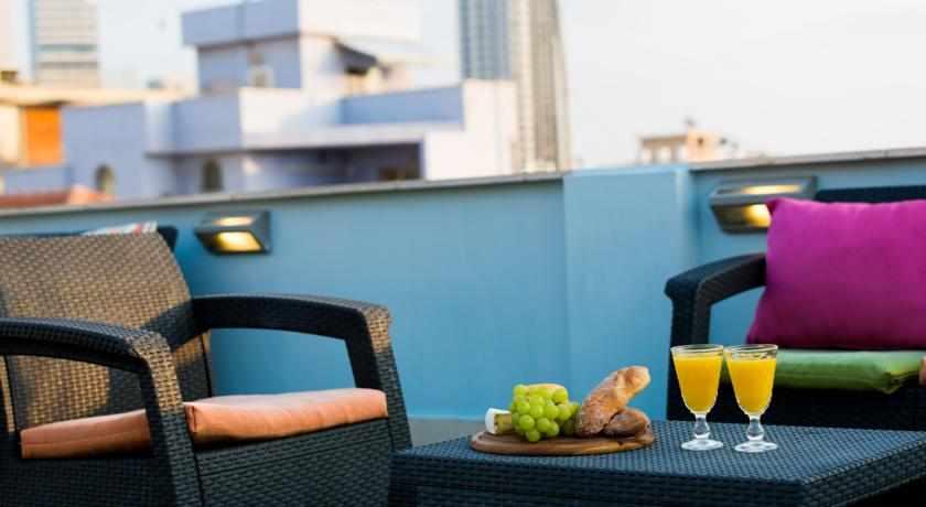 מרפסת ישיבה מלון גלילאו