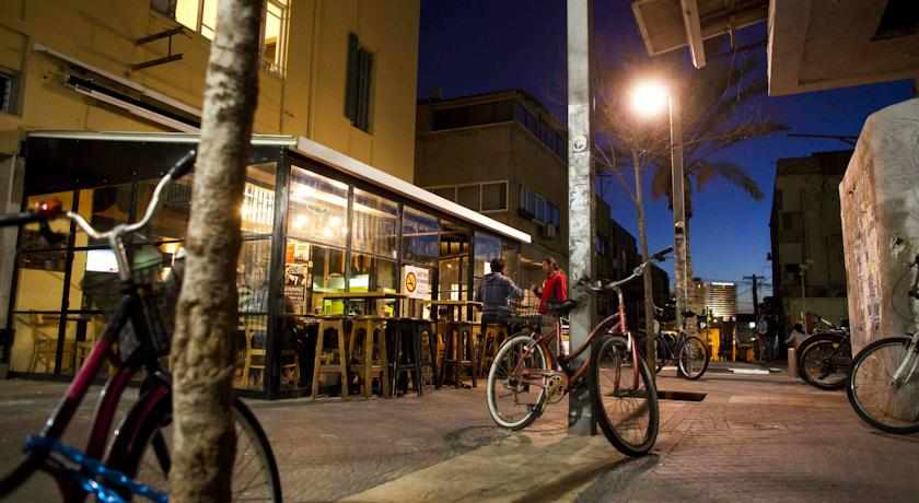 רחוב ליד מלון גלילאו