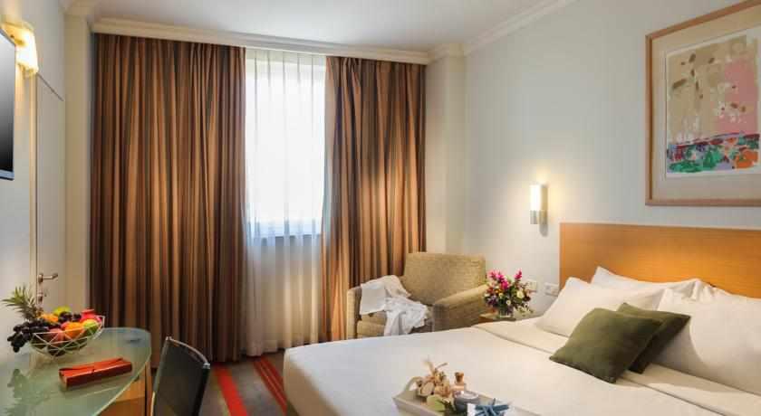 מיטה זוגית מלון גרנד ביץ'