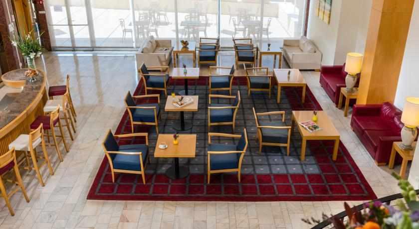 פינת ישיבה ואירוח מלון גרנד ביץ'