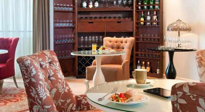 פינת ישיבה מלון הרודס