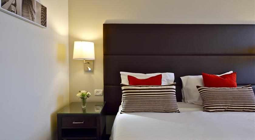 מיטה זוגית מלון מטרופוליטן