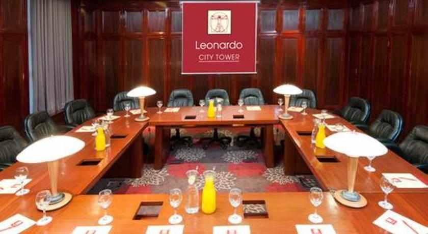 חדר ישיבות לאונרדו סיטי טאואר