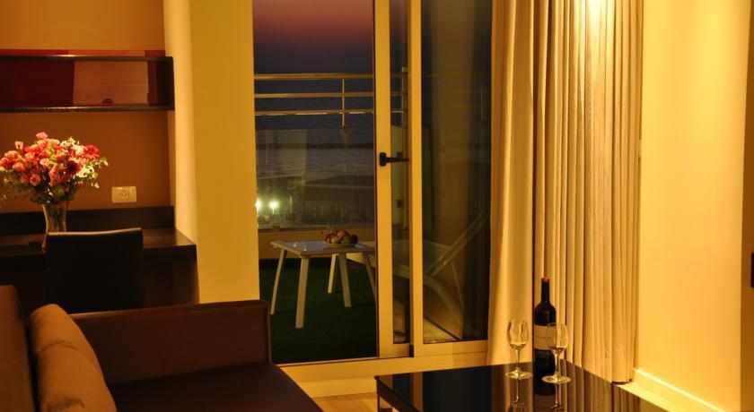 חדר עם מרפסת מלון מרקיור