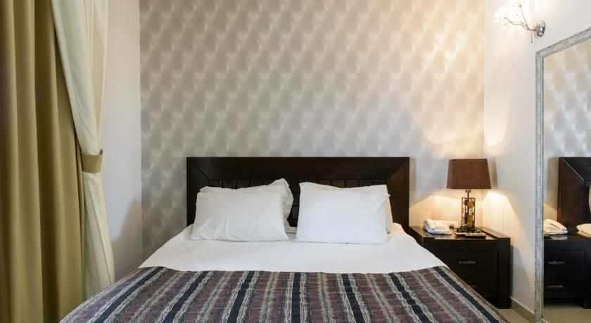 מיטה זוגית מלון רויאלטי סוויט