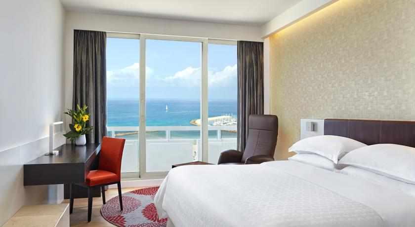 חדר נוף לים מלון שרתון