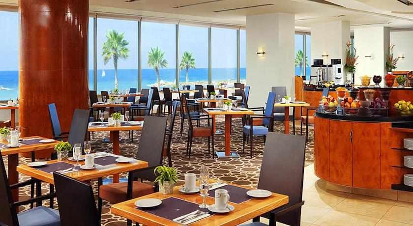חדר אוכל מלון שרתון