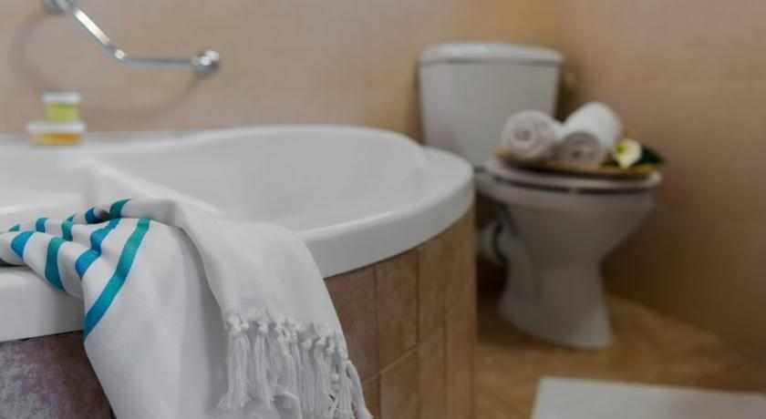 אמבטיה מלון סאן אביב