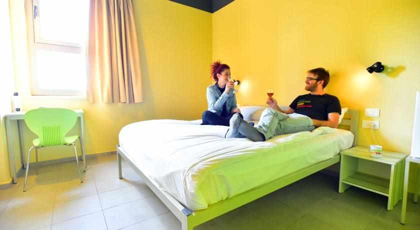 מיטה זוגית אכסניית אברהם